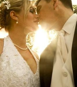 bride-454144_640 400